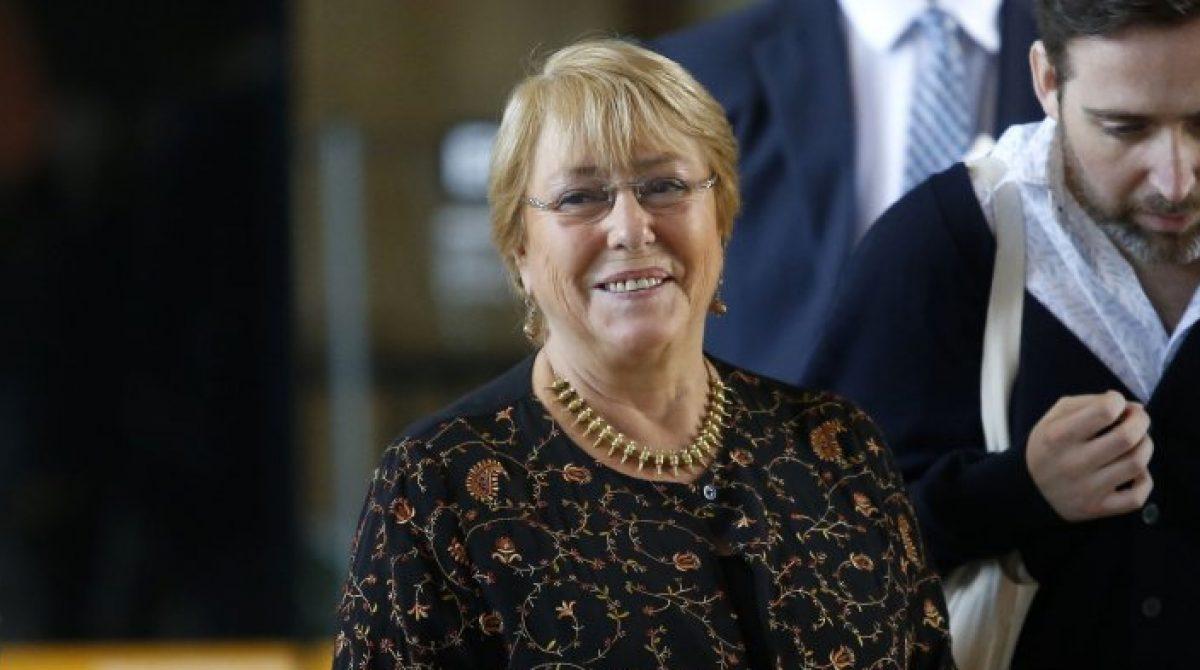 """Bachelet disparó contra el Gobierno: """"Vía reglamento han buscado torcer los objetivos de las leyes"""""""