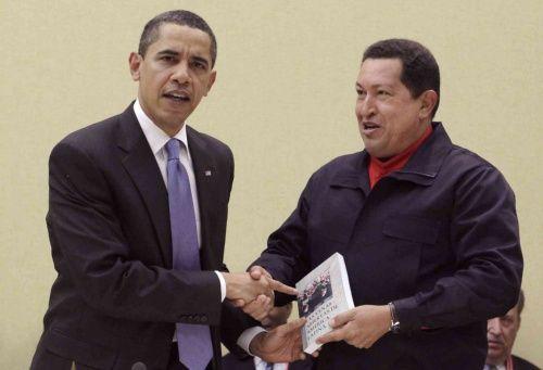 El día que Chávez le regaló un libro a Obama