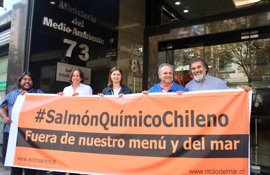 Lanzan campaña de boicot a salmón industrial chileno para detener devastación ambiental