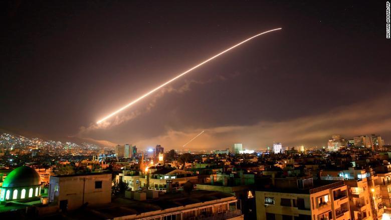 Lanzan misiles a Siria