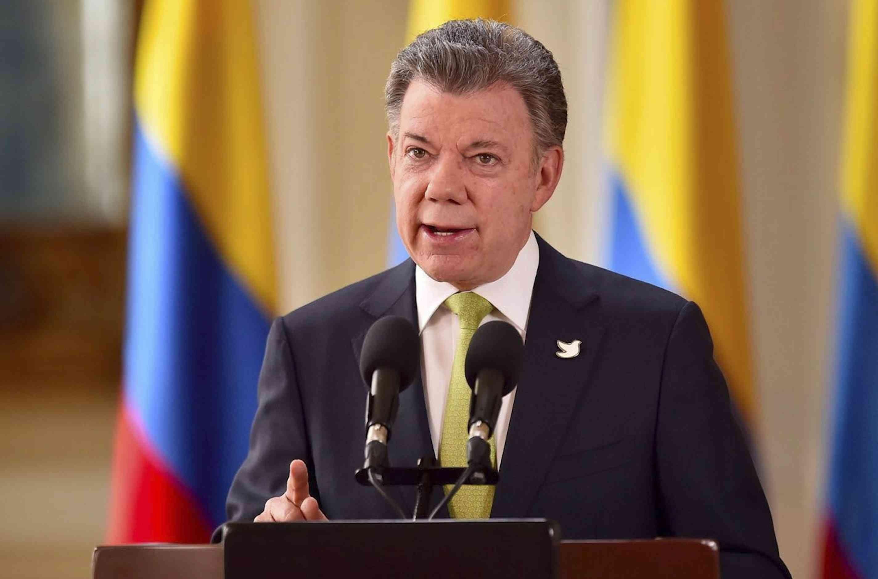 Santos condena asesinato de periodistas de El Comercio