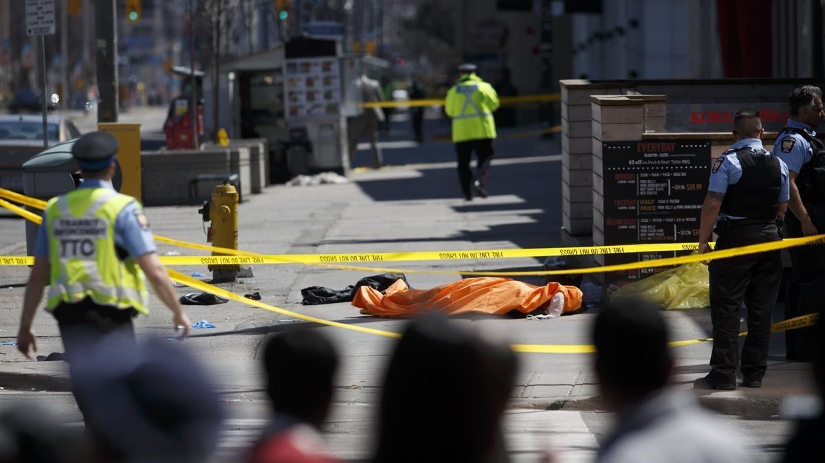 Atropello múltiple en Toronto causó al menos nueve muertos y 16 heridos