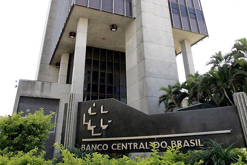 Banco Central de Brasil alerta ante escalada del dólar