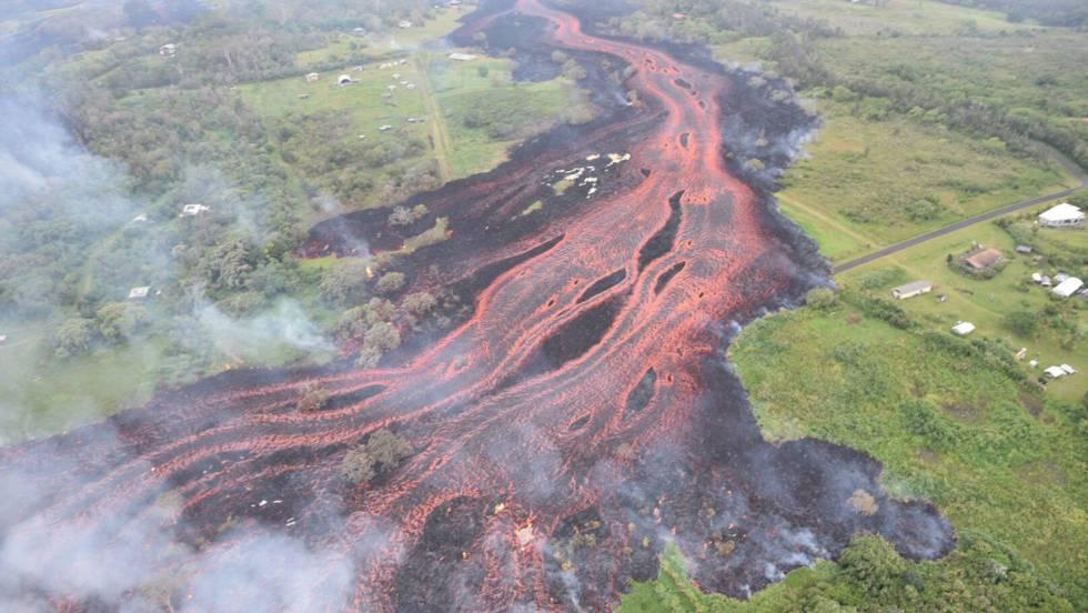 Lava del volcán Kilauea se aproxima a una planta geotérmica con sustancias inflamables en Hawai