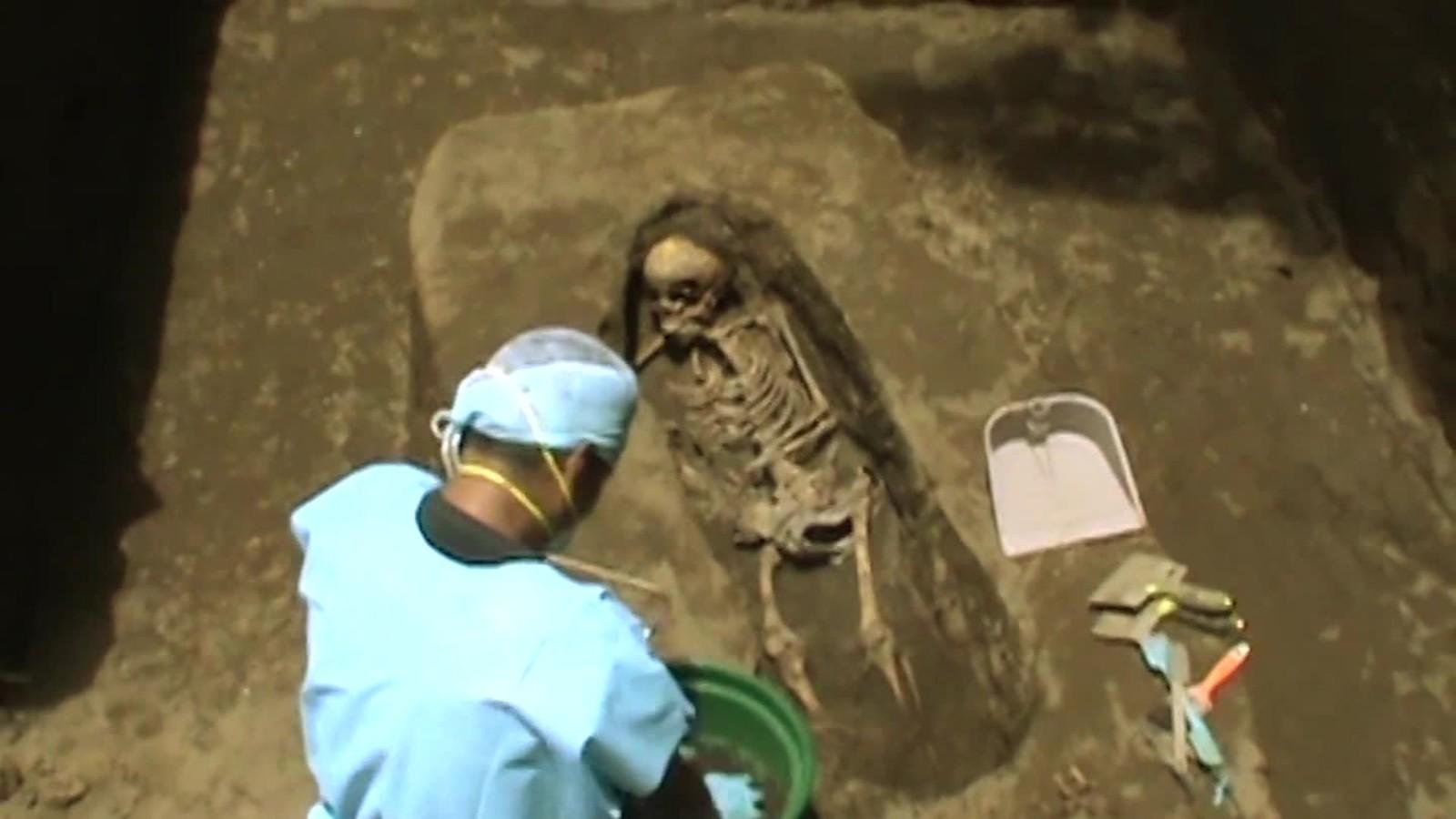 Descubren cementerio clandestino de maras en un taller mecánico de la capital salvadoreña