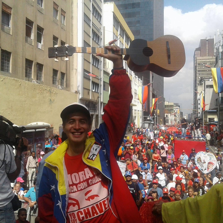 "Libros ""chavistas"" incautados en Paso Los Libertadores: Joven rapero enfrenta kafkiano proceso"