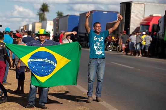 Temer ordena a las fuerzas armadas actuar contra la huelga de camioneros