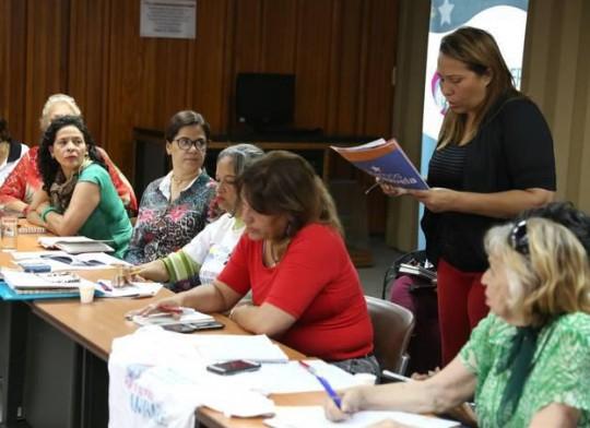 Mujeres venezolanas suman esfuerzos para combatir la guerra económica en el país