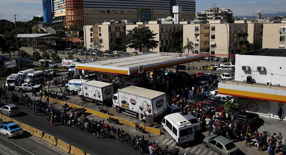Fuerzas Armadas escoltan 300 camiones para llevar alimentos a Río de Janeiro