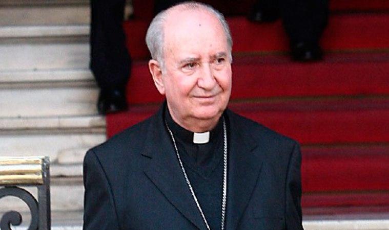 Cardenal Errázuriz anuncia que no viajará a reunirse con el Papa