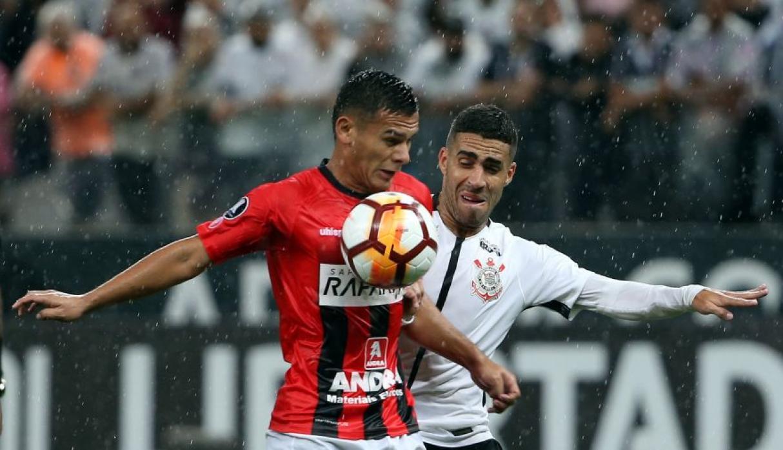 Deportivo Lara quiere bajar de la cima al Corinthians de Brasil