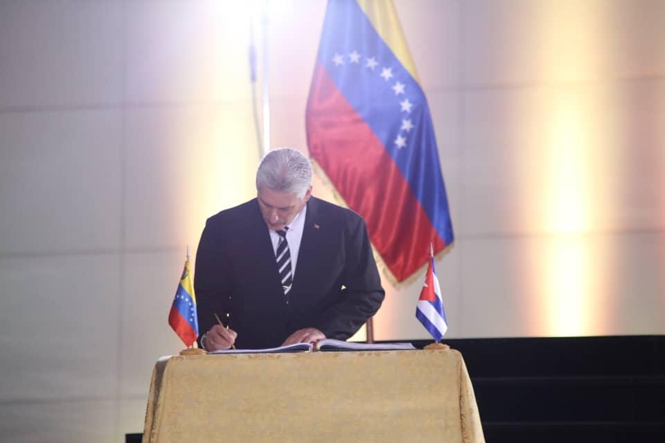 Miguel Díaz-Canel rindió honores a Simón Bolívar