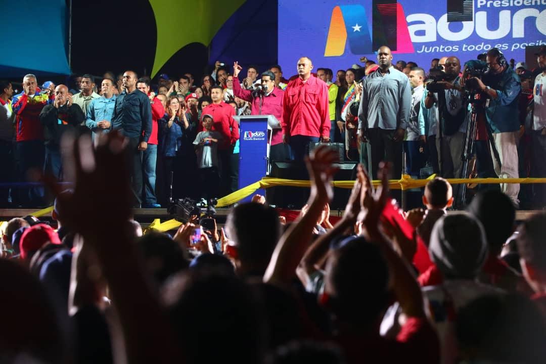 Maduro dedica su triunfo revolucionario al comandante Hugo Chávez
