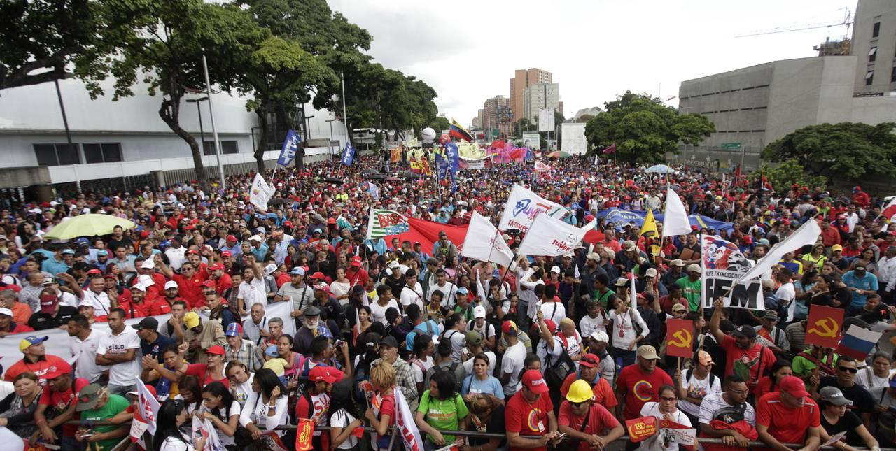 Venezolanos se movilizan para conmemorar el Día Internacional del Trabajador