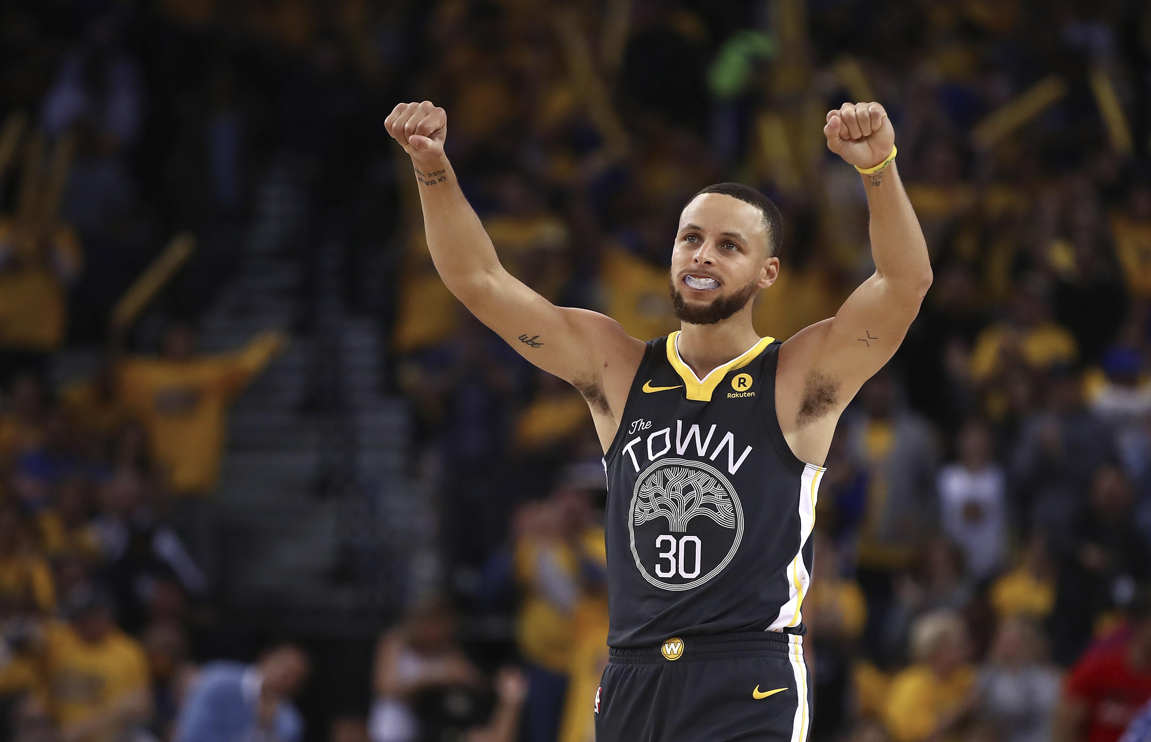 Stephen Curry será titular con Golden State en el tercer duelo