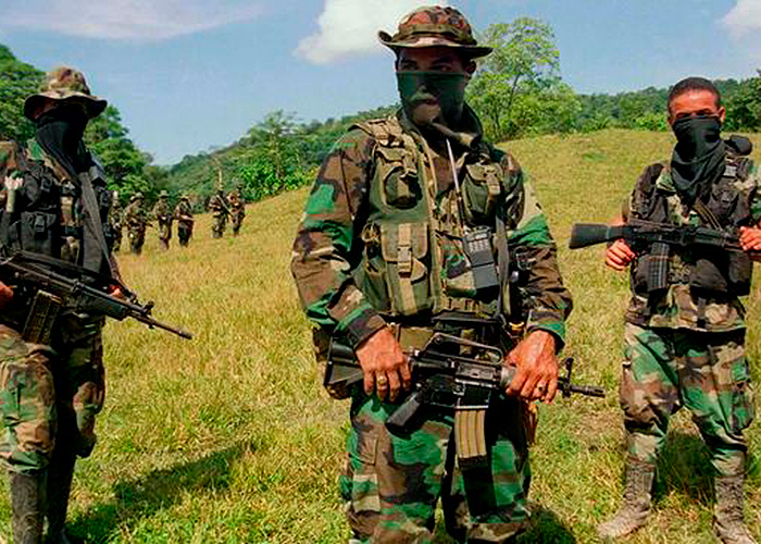 Grupos paramilitares amenazan a organizaciones sociales para que no voten por Petro