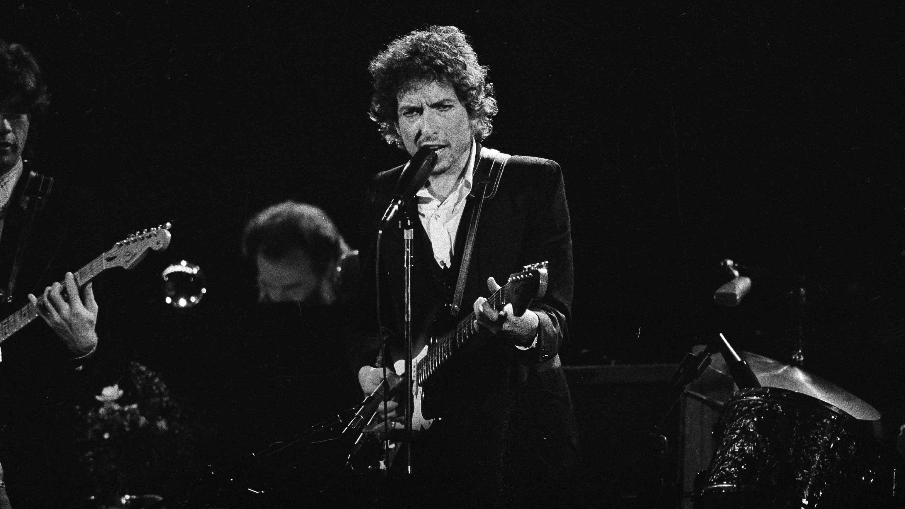 Bob Dylan cumple 77 con el lauro más importante de las letras del mundo