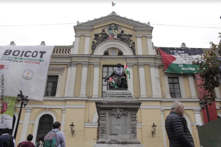 Estudiantes se toman casa central de la U. de Chile en repudio a matanza realizada por ejército de Israel