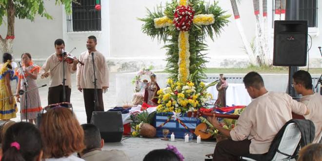 Cruz de Mayo: religión, folclor, música y naturaleza