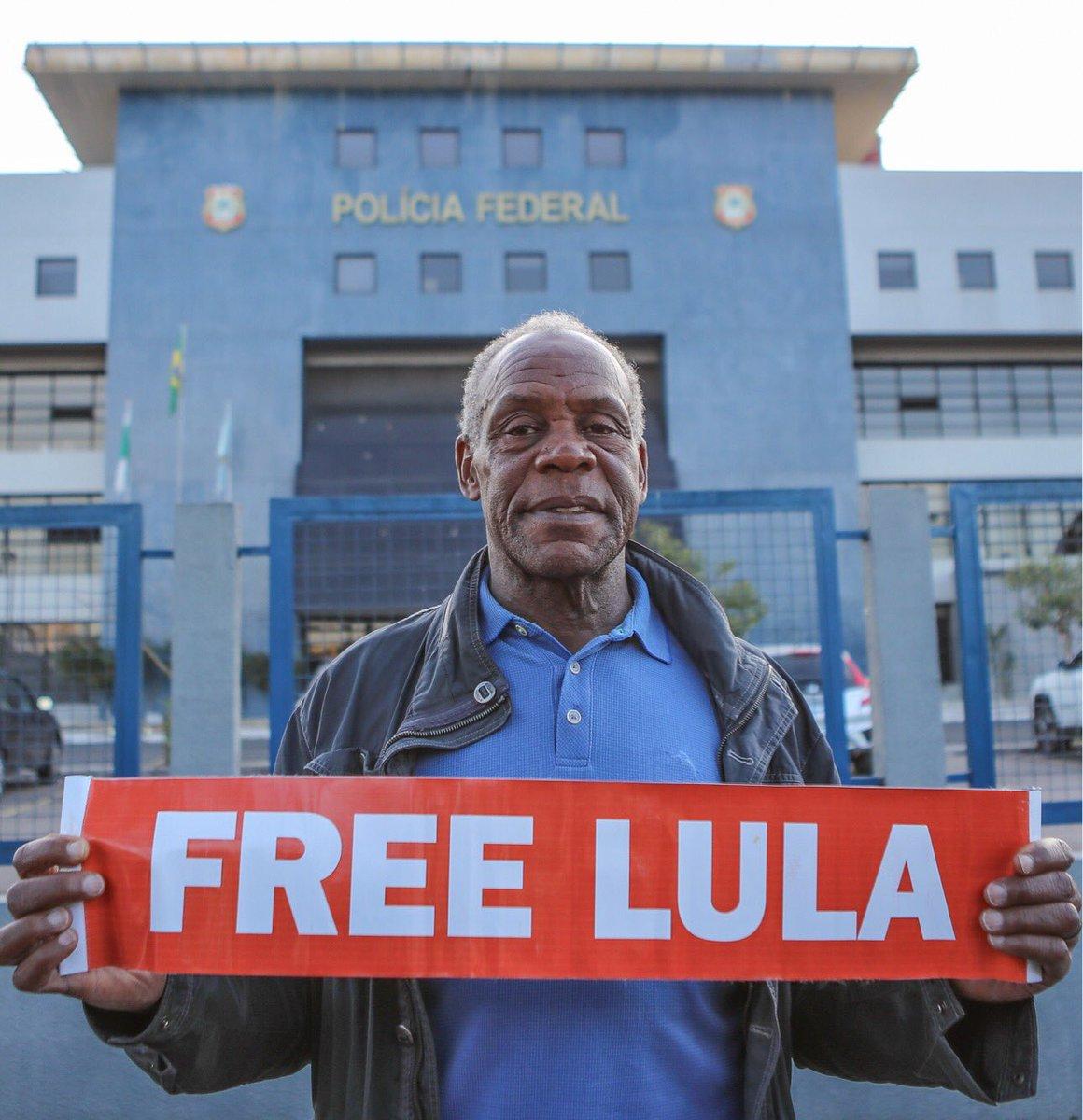 El actor Danny Glover y Dilma Rousseff visitaron a Lula