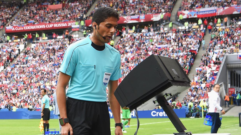 VAR permitirá que los árbitros puedan expulsar jugadores tras consultar video durante el mundial de Rusia