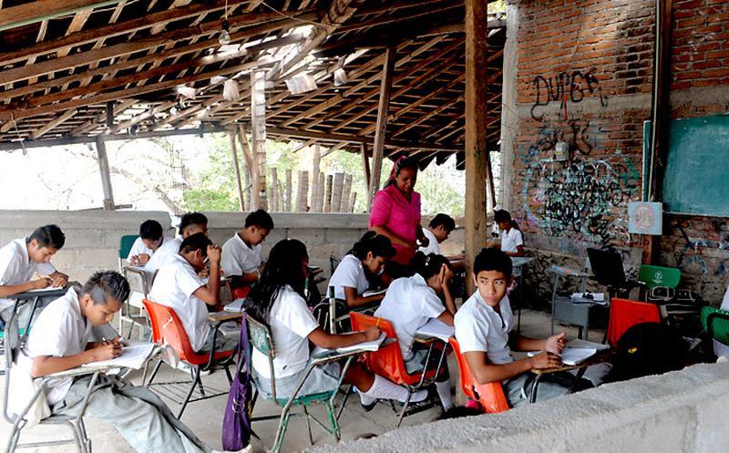 El 33% de los mexicanos no se incorpora al sistema educativo por falta de dinero