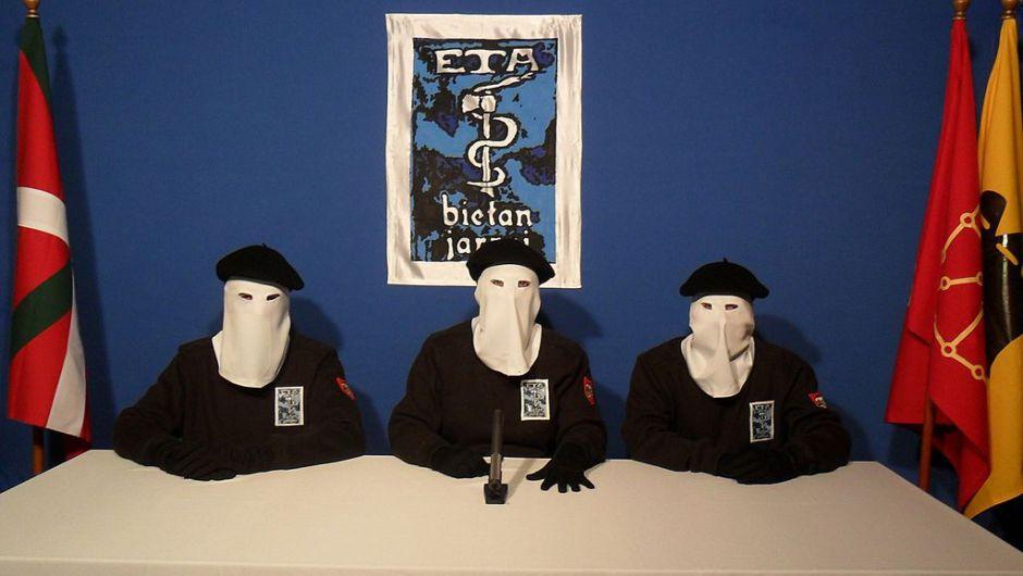 """ETA anunció que se """"disolvió completamente"""""""