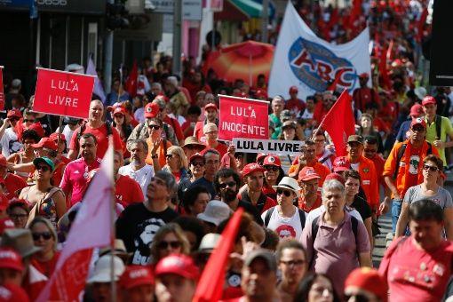 Tribunal Supremo de Brasil delibera sobre suspender condena de Lula