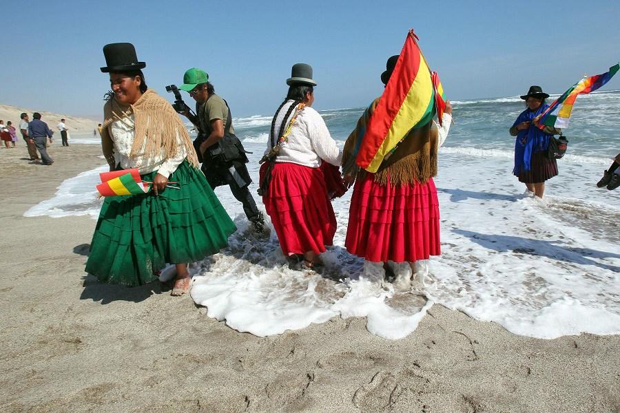 Líder sindical chileno pide «mar para Bolivia» ante Evo Morales en La Paz