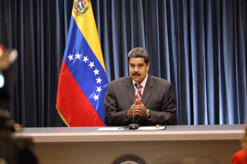 Maduro llama a directivos de medios de comunicación a sumar acciones para consolidar la paz