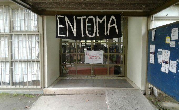 Estudiantes se tomaron la UBB Chillán: Recibieron amenazas con macanas eléctricas