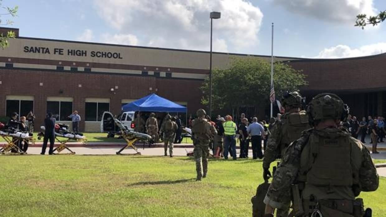 Al menos diez muertos registra el tiroteo en una escuela de Texas