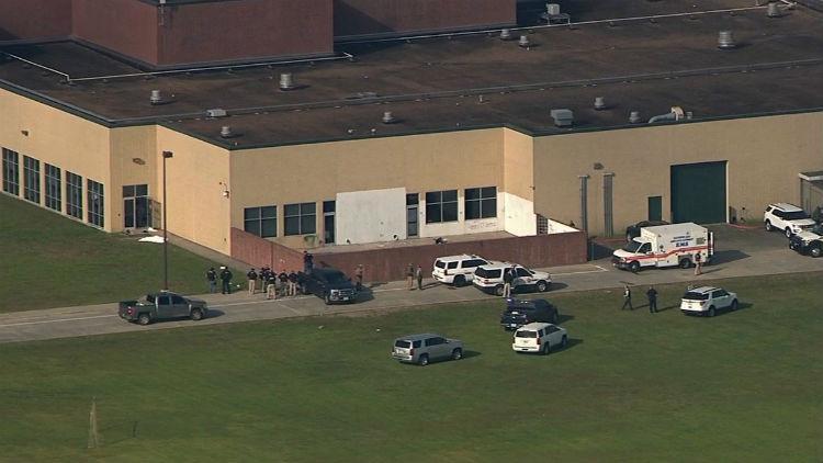 Reportan varios heridos tras tiroteo en una escuela en Texas