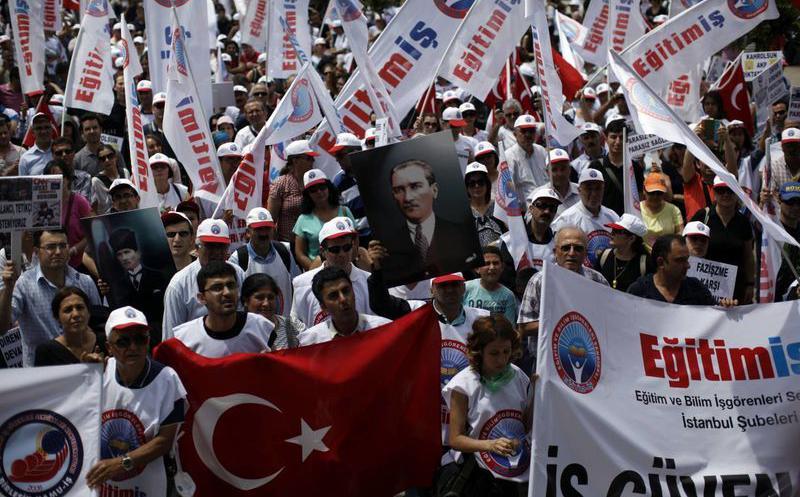 Policía de Turquía detuvo a 77 personas por conmemorar Día Internacional de los Trabajadores