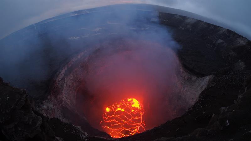 (Fotos y video) Erupción de lava continúa en múltiples puntos del volcán de Hawái
