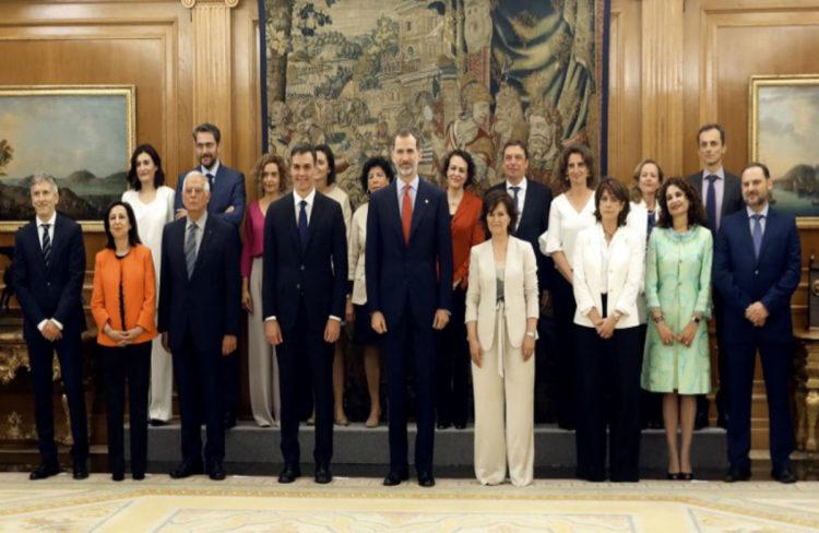 Mujeres ministras se juramentan ante la constitución española