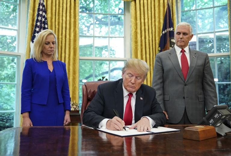 ¡Presionado! Trump firma decreto para evitar separación de familias migrantes