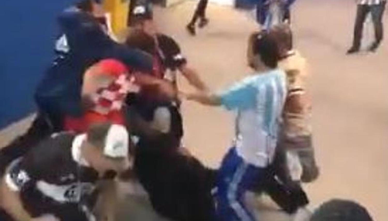 Video: Aficionados argentinos golpearon a croatas luego del partido
