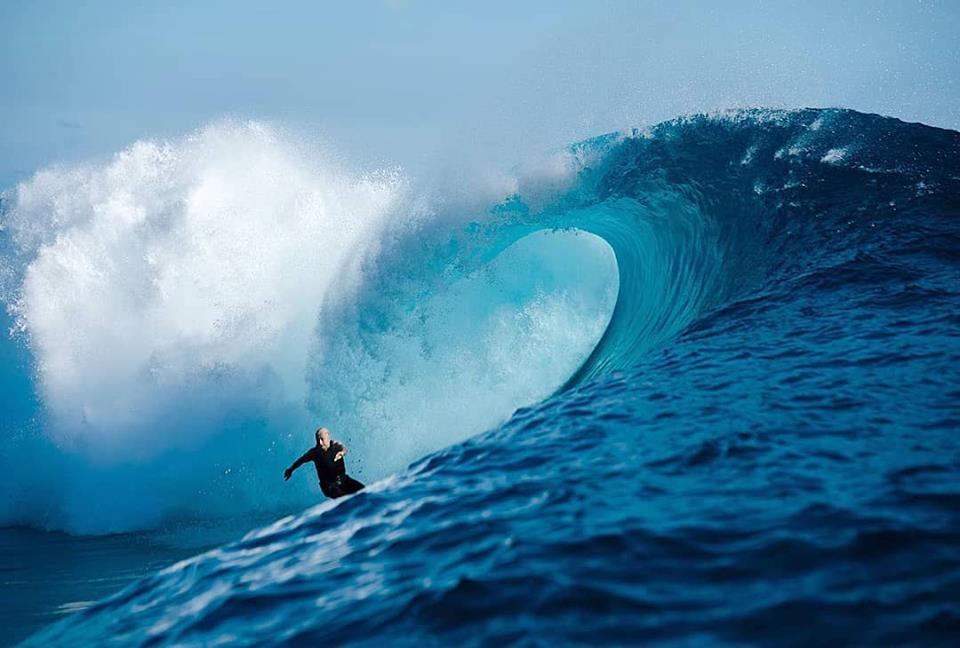 El surfista chileno Ramón Navarro domó una ola gigante en Fiji