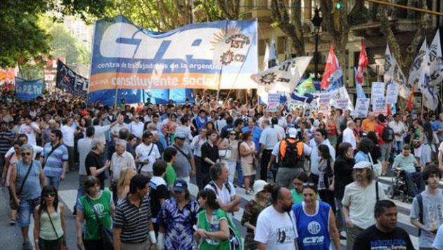 Sindicatos de Argentina  encabezan paro  en rechazo a  políticas de recorte y crédito  solicitado al FMI