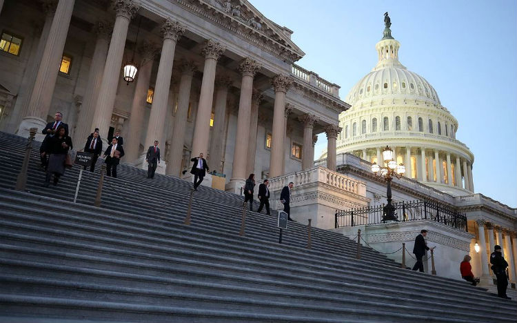 Congreso de EE.UU. posterga para la próxima semana votación de reforma migratoria