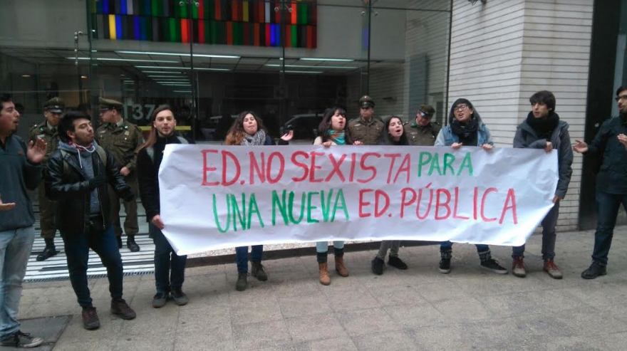 Estudiantes protestan en promulgación de Ley de Universidades del Estado por falta de respuestas a movilización feminista