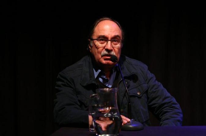 """Historiador Julio Pinto: """"Hay que desmilitarizar la identidad chilena escrita desde el conflicto bélico"""""""
