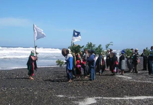 Pueblos originarios en alerta ante modificaciones a ley que regula el uso del borde costero
