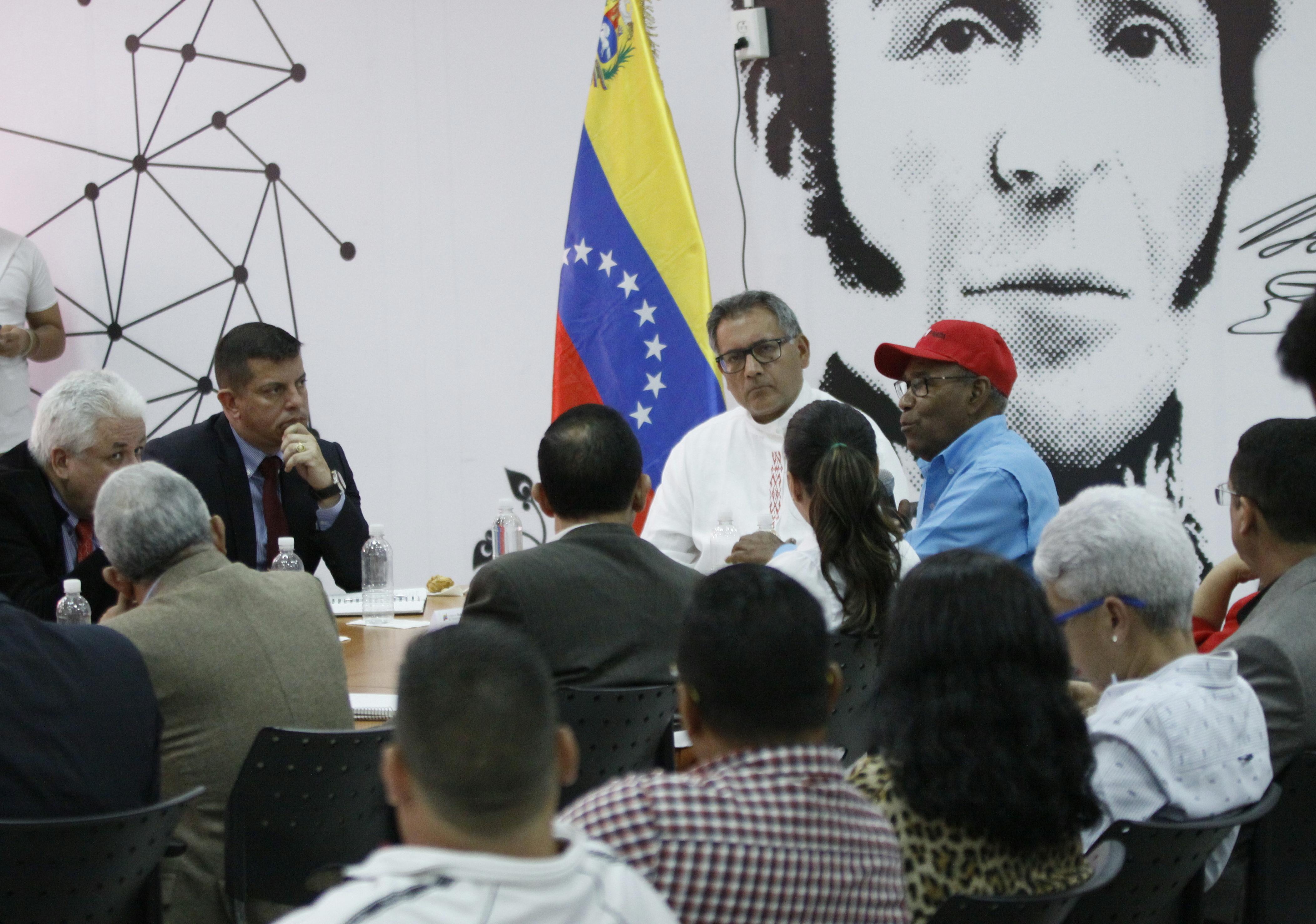 Gobierno venezolano otorga créditos a pequeños emprendedores