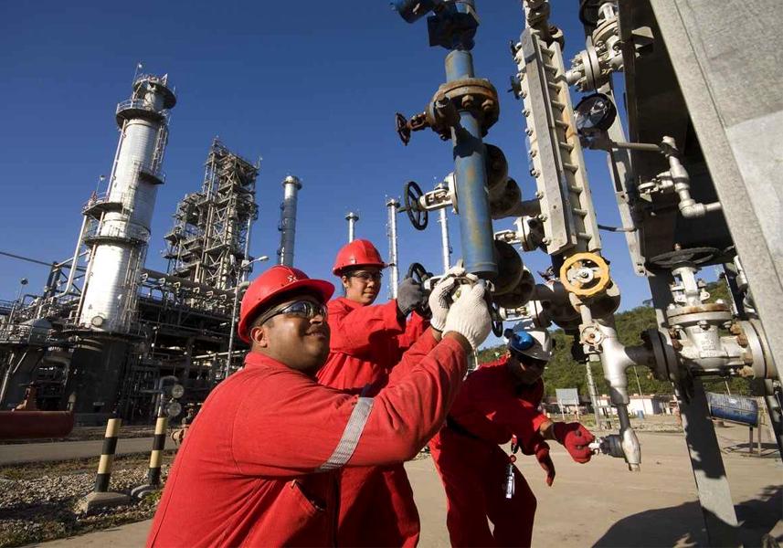 Trabajadores de PDVSA presentan plan para elevar producción petrolera