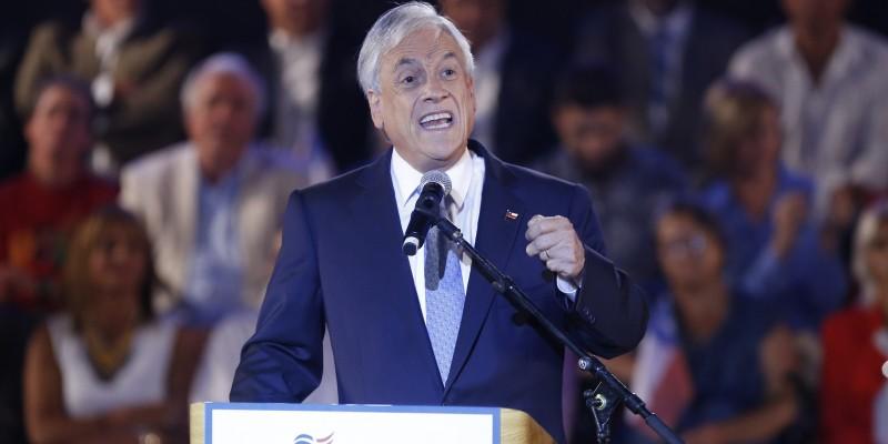 #PiñeraNoEsFeminista: Masivo cuestionamiento al Presidente en jornada de cuenta pública