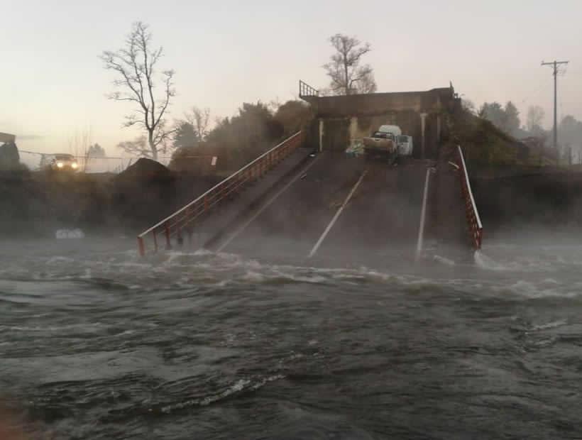 Vecinos acusan que denunciaron en enero de 2017 los daños en las bases del siniestrado puente Cancura