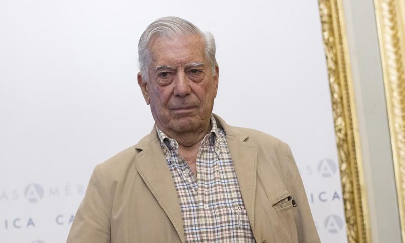 Marío Vargas LLosa hospitalizado tras sufrir una caída