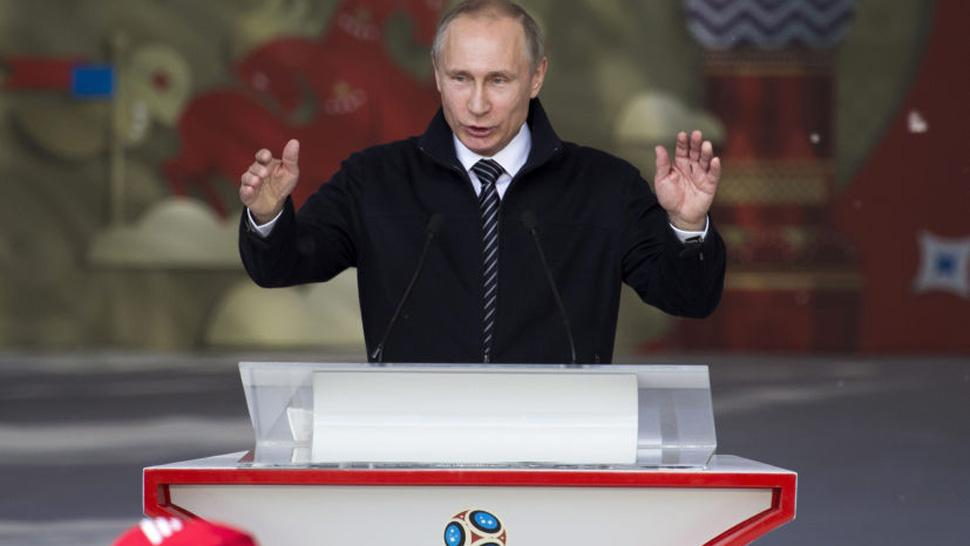 Putin da la bienvenida a fanáticos y deportistas que asisten al Mundial
